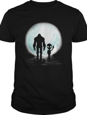 Bigfoot And Alien Under The Moon shirt